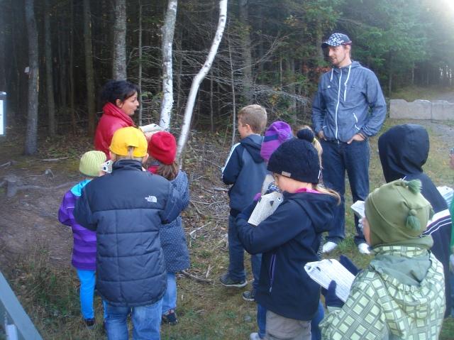 Les élèves de l'école de Notre-Dame-du-Portage avec leurs hérissons